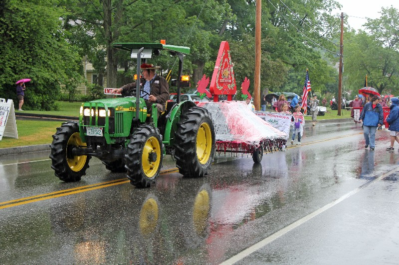 Rain doesn't stop the Stevens High School Alumni Parade of 2011. (Stevens High School Alumni Association)