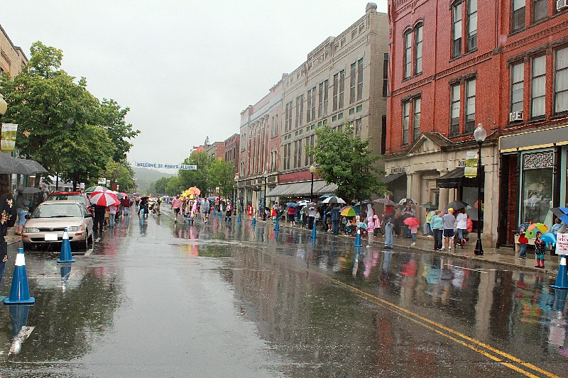 Balloons for sale and people in the rain waiting for the parade to come along.