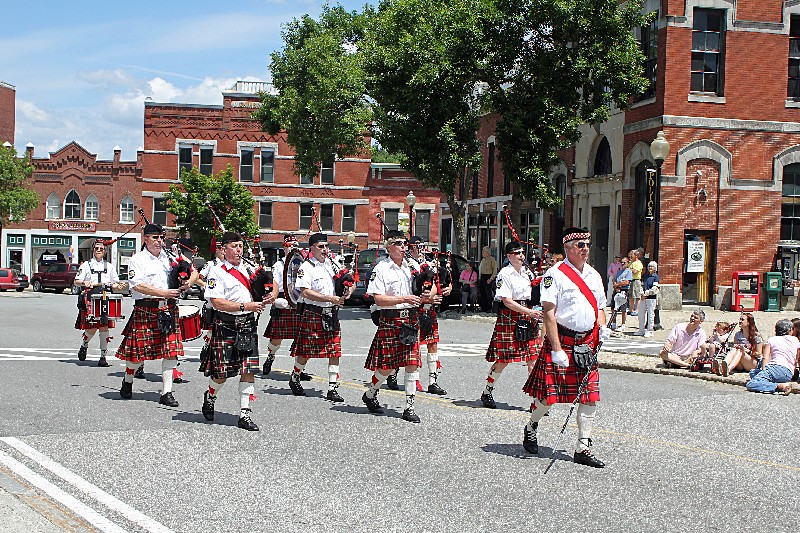 Scots Highlander Pipes and Drums