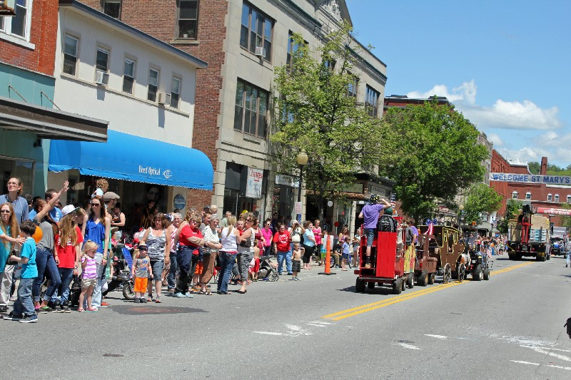 Streets are lined up with parade wathers